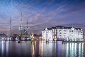 Schepenvaartmuseum bij het IJ kanaal